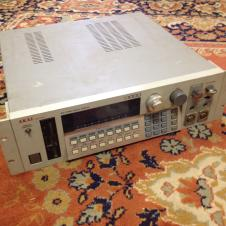 Akai S1000 16-bit Professional Digital Sampler image