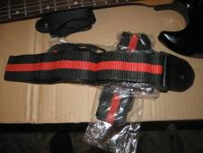 Guitar strap in basic black and red. Carlos Robelli CRS3  Black/Red image