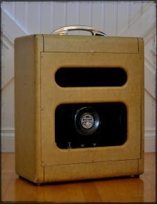 Supro Tweed Amp 1957 image