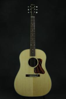 Gibson J-35 image