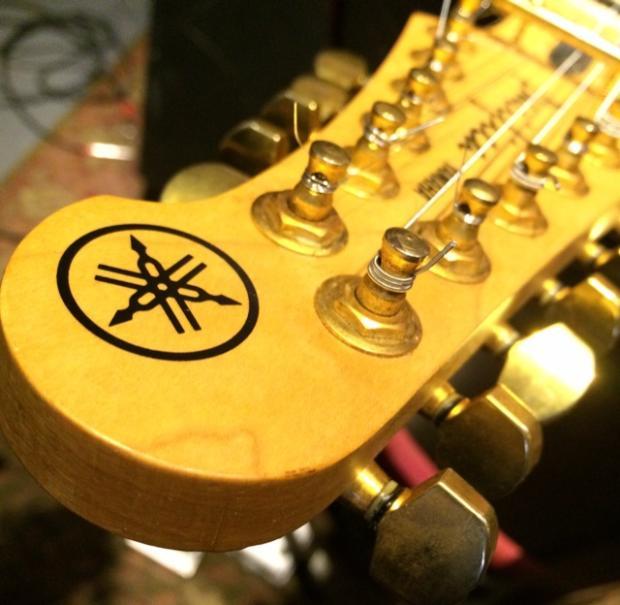 Yamaha Pacifica Gold Hardware