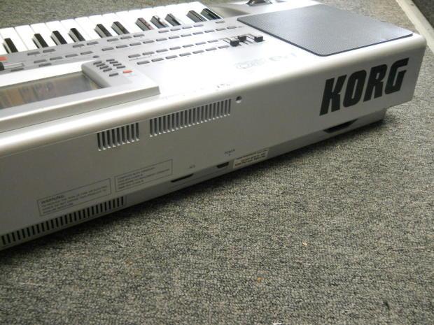 korg pa 80 professional arranger 61 key synth keyboard sequencer reverb. Black Bedroom Furniture Sets. Home Design Ideas