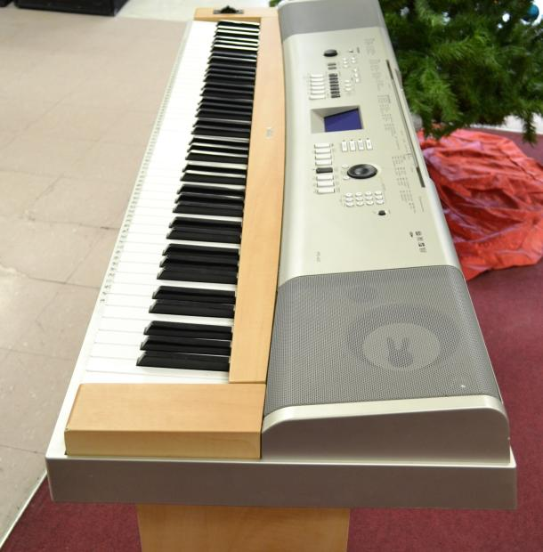 Yamaha ypg 635 88 key portable grand piano keyboard with for Yamaha ypg 235 76 key portable grand piano review