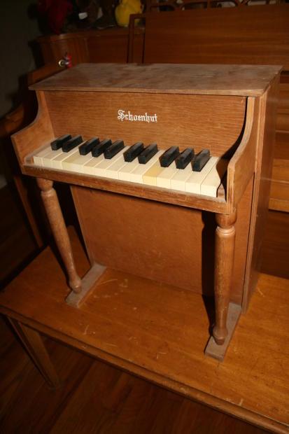 Schoenhut Vintage 25 Key Toy Piano Reverb