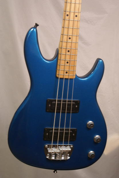 peavey foundation 1980 39 s blue electric bass guitar made in usa with a hardshell case near mint. Black Bedroom Furniture Sets. Home Design Ideas