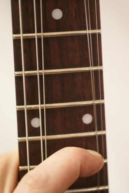 how to clean an electric guitar with household items
