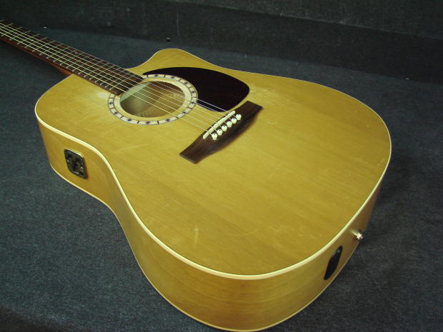 Art Amp Lutherie Cw Cedar Qi Acoustic Electric Guitar W Case