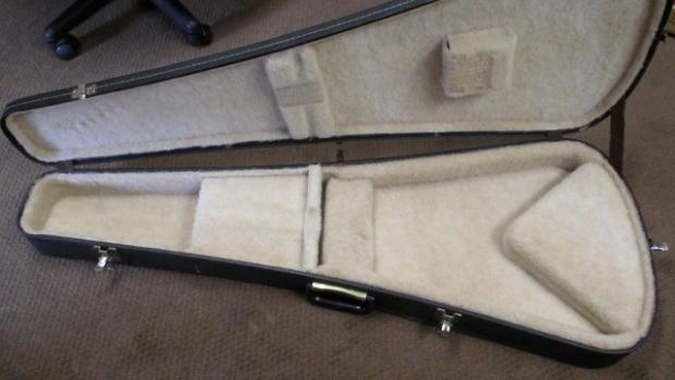 vintage gibson flying v case gibson hard shell guitar case black w tan interior reverb. Black Bedroom Furniture Sets. Home Design Ideas