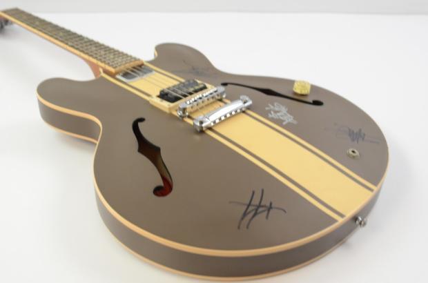 gibson tom delonge es 333 guitar brown stripe w ohsc signed by blink 182 reverb. Black Bedroom Furniture Sets. Home Design Ideas