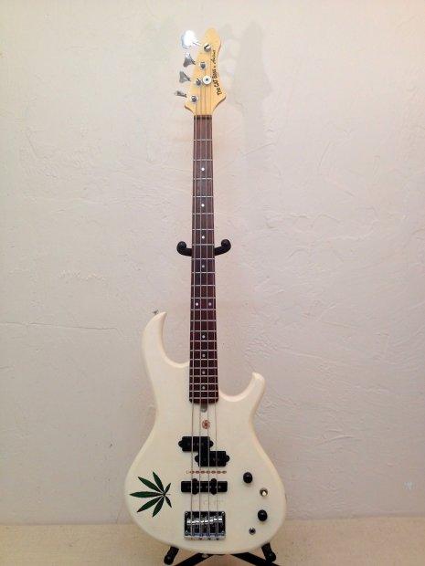 Aria Pro  The Cat Guitar
