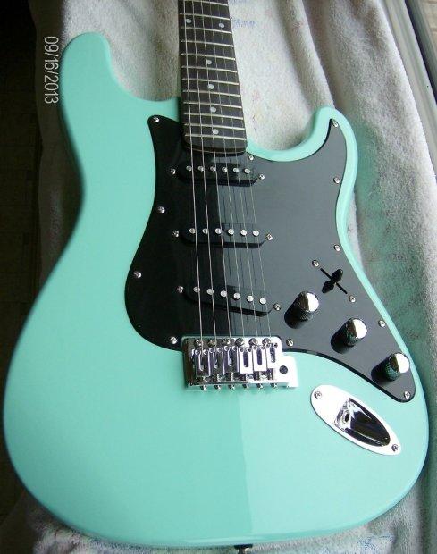 Kramer Focus 111s Stratocaster Style Electric Guitar Mint