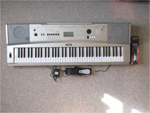Yamaha ypg 235 76 key portable grand piano keyboard car for Yamaha ypg 235 used