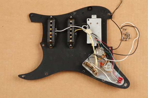 Fender Special Edition Stratocaster Loaded Pickguard W