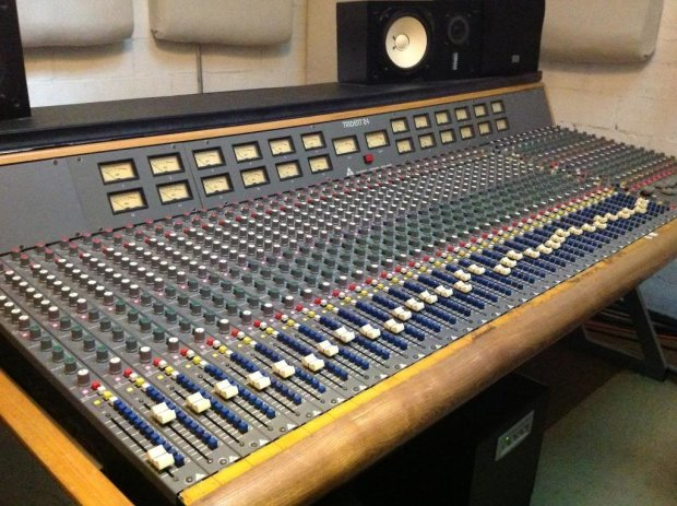 trident series 24 analog recording mixing console 36 mic line input 24 channel monitor section. Black Bedroom Furniture Sets. Home Design Ideas