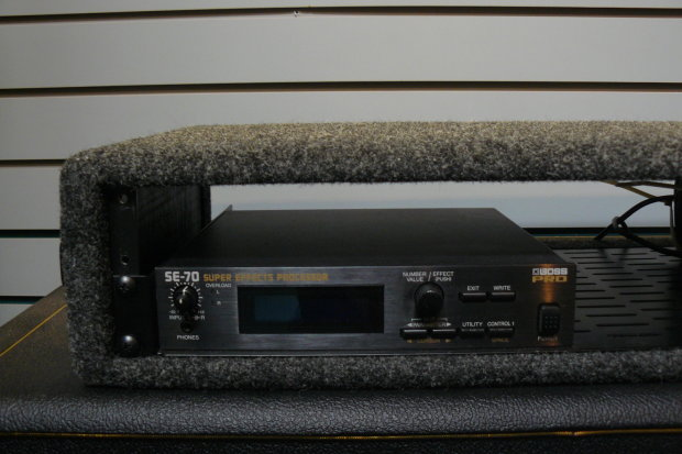 Boss Se 70 Super Effects Processor With Rack Mount Case
