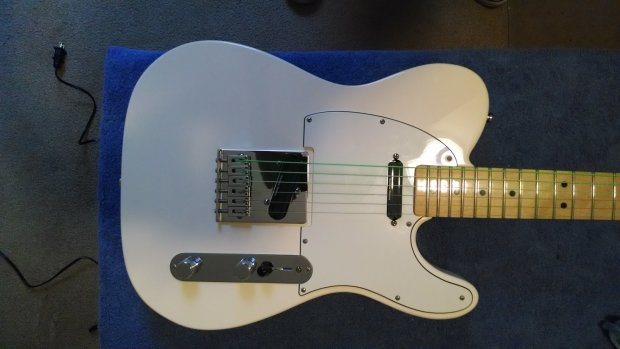 fender mim telecaster 2012 white seymour duncan hot rails. Black Bedroom Furniture Sets. Home Design Ideas