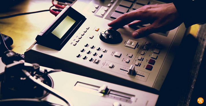 Video: Making A Beat with an MPC2000XL, Synths, and a