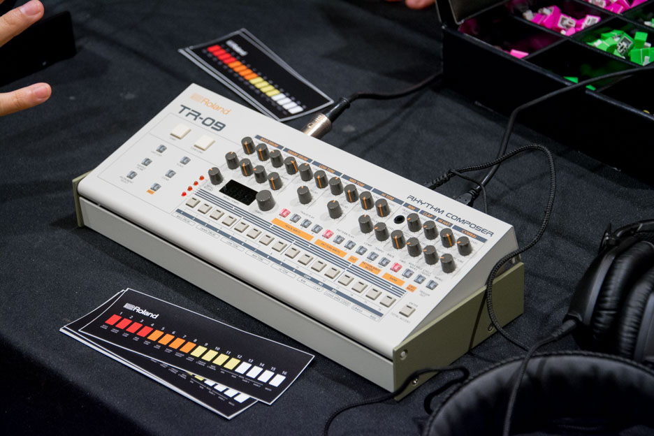 the synths of knobcon 2016 reverb news. Black Bedroom Furniture Sets. Home Design Ideas