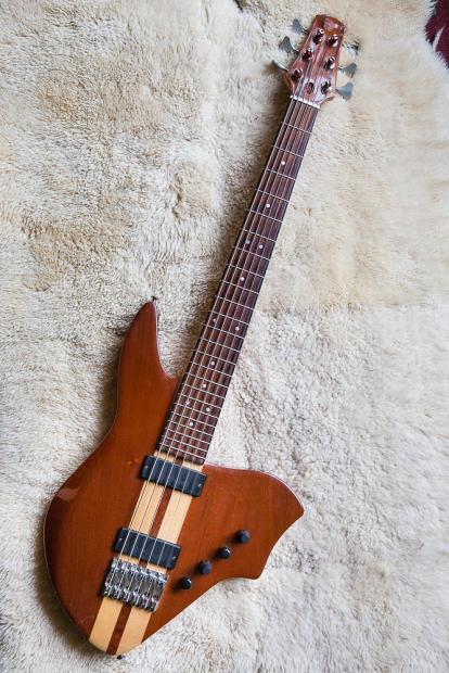 ergonomic 6 string octave guitar bass with individual string output reverb. Black Bedroom Furniture Sets. Home Design Ideas