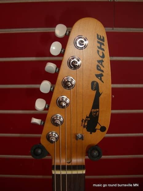 vox apache 1 teardrop white travel guitar with built in amp reverb. Black Bedroom Furniture Sets. Home Design Ideas