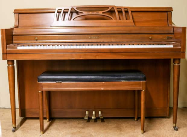 used kimball walnut console piano w bench reverb. Black Bedroom Furniture Sets. Home Design Ideas