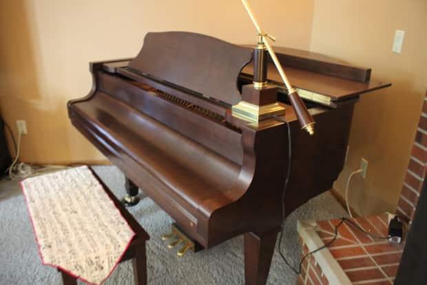 Young Chang Pg 157 1999 Satin Walnut Baby Grand Piano