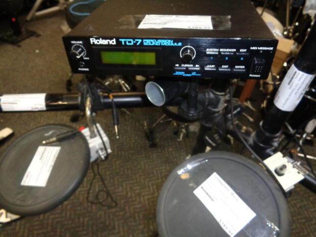 used roland td 7 electronic drum set 5 drum triggers 1 cymbal trigger kick drum rack reverb. Black Bedroom Furniture Sets. Home Design Ideas