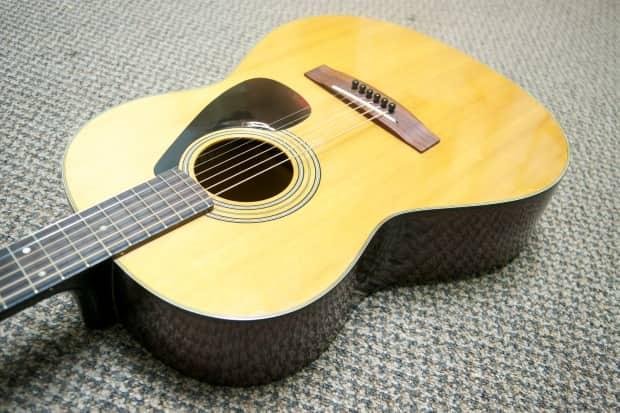 Yamaha fg 75 black label acoustic guitar reverb for Yamaha jr1 vs jr2