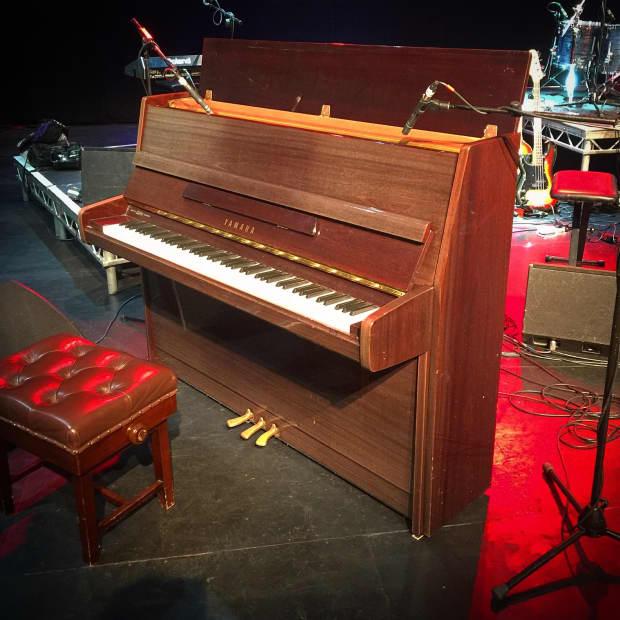 Piano yamaha p116n cherry polyester gloss reverb for Yamaha dgx640c digital piano cherry