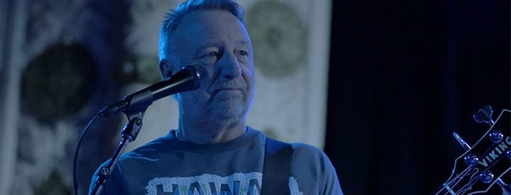 Video: Peter Hook of Joy Division On His Bass Rig