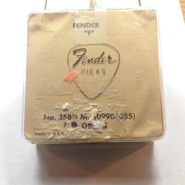 Fender Teardrop Pick : Vintage fender guitar picks  teardrop size mint