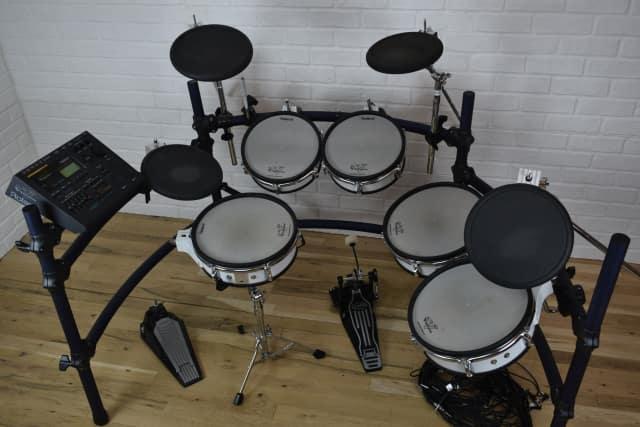 roland td 10 tdw1 expanded v drum electronic drum set kit excellent used v drums audiofanzine. Black Bedroom Furniture Sets. Home Design Ideas