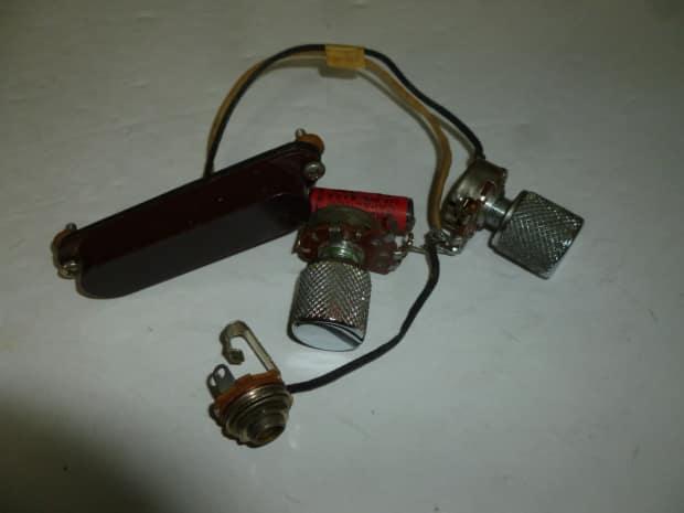 fender fender musicmaster wiring harness pots cap input. Black Bedroom Furniture Sets. Home Design Ideas