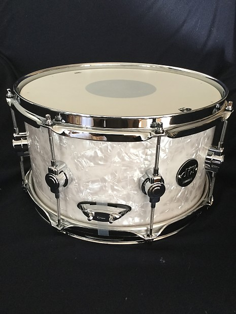 dw dw performance 7x13 white marine pearl snare drum white reverb. Black Bedroom Furniture Sets. Home Design Ideas