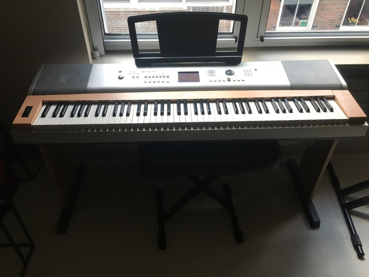 Yamaha ypg 635 88 weighted keys 2011 silver wood reverb for Yamaha fully weighted keyboard