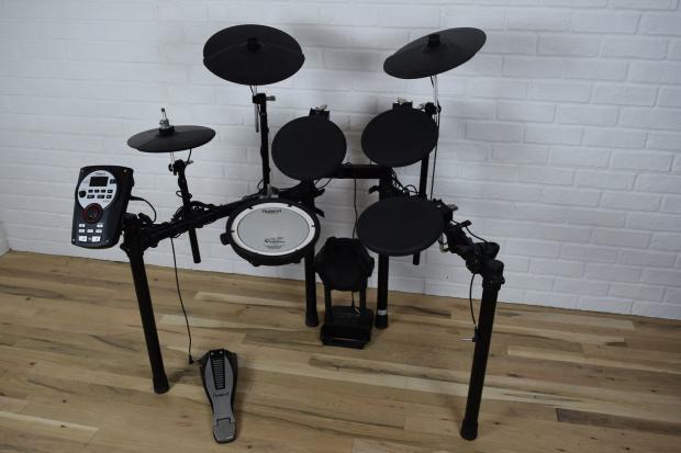 roland td 11 v drum digital drum set kit mint used electronic drum set for sale reverb. Black Bedroom Furniture Sets. Home Design Ideas