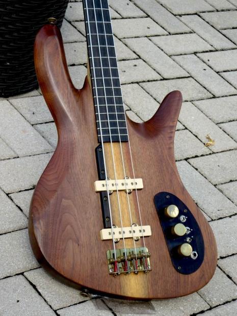 Eco guitar. corpo de baixo em Angelim. Dcns9pdbcoufeql8fyvz
