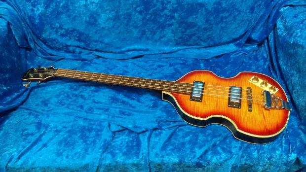 epiphone viola bass 1995 cherry sunburst owned played by allen woody allman brothers govt mule. Black Bedroom Furniture Sets. Home Design Ideas