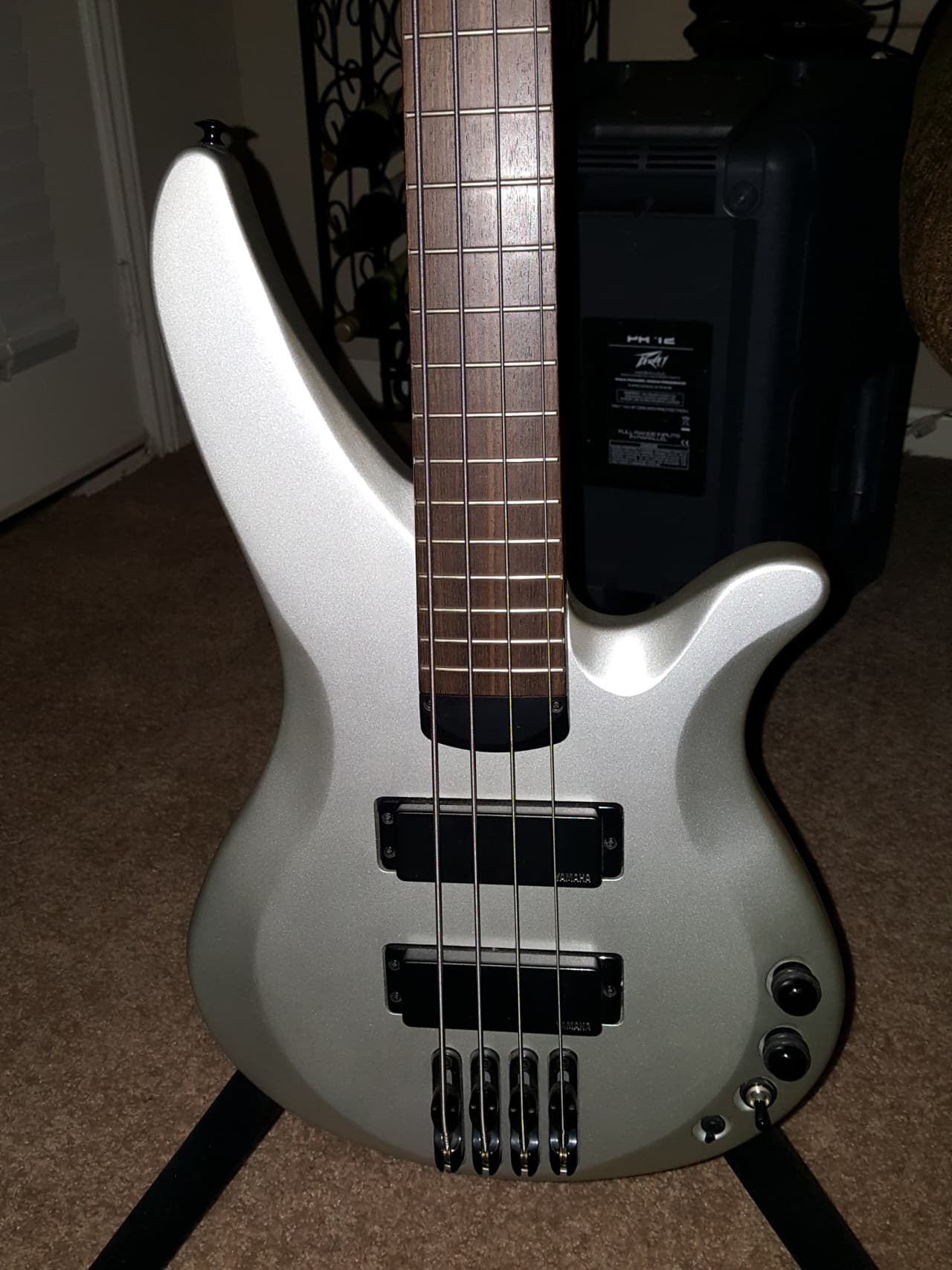 V Yamaha Silver Neck