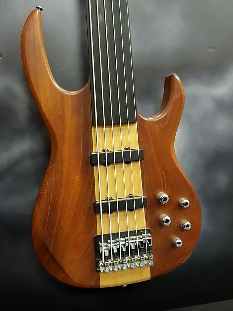 carvin 6 string fretless bass reverb. Black Bedroom Furniture Sets. Home Design Ideas