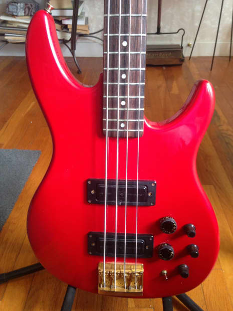 peavey dyna bass 1980 39 s red 4 string clean reverb. Black Bedroom Furniture Sets. Home Design Ideas