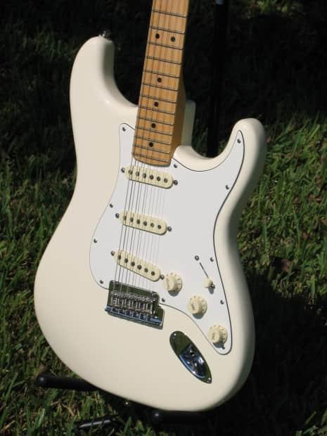 Fender American Standard Stratocaster 2015 Antique White
