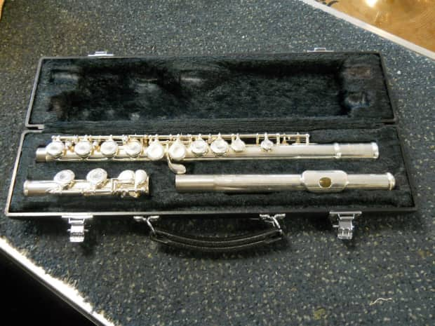 Yamaha yfl 221 plateau flute w case reverb for Yamaha yfl 221 student flute