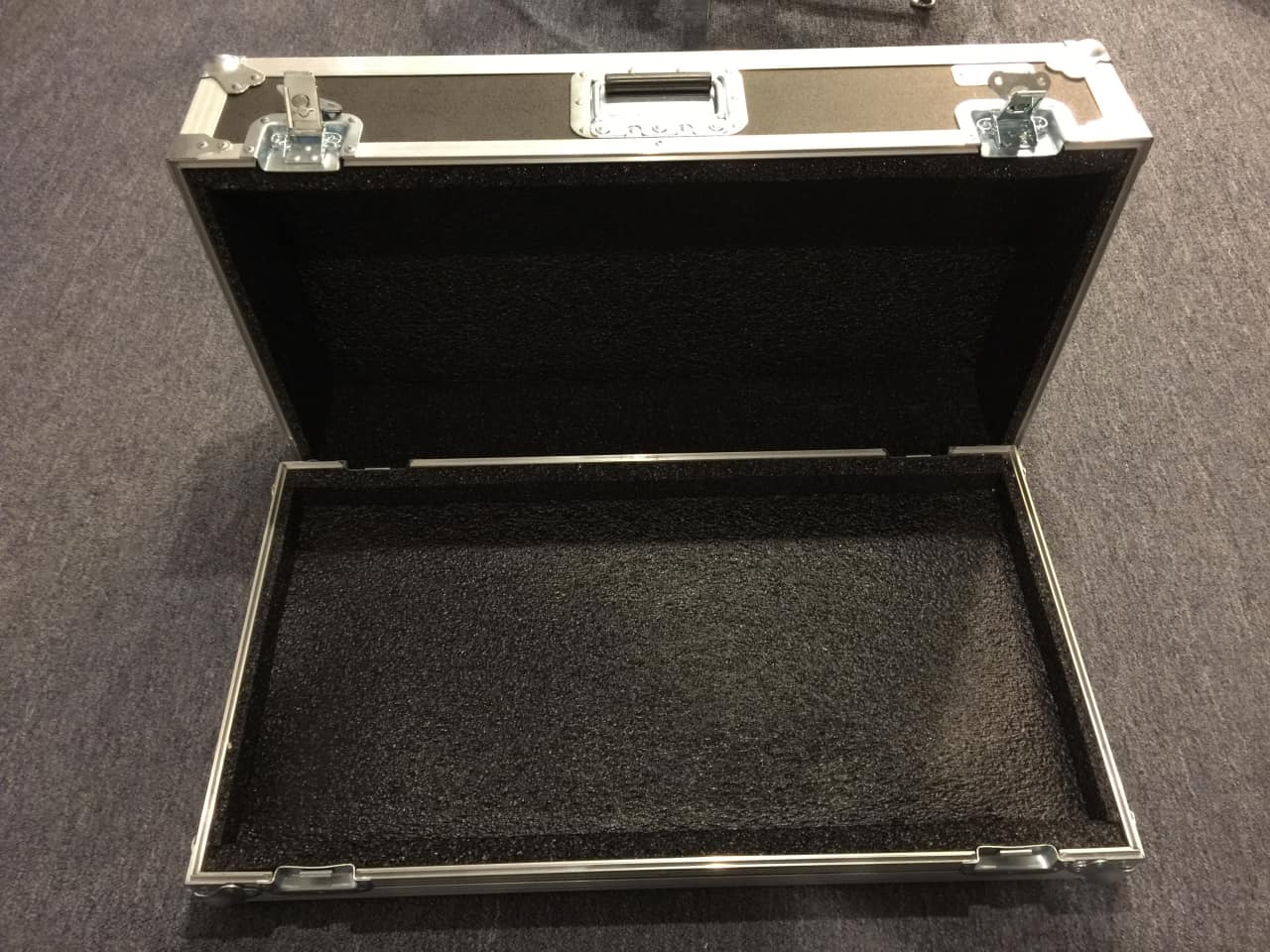 Metal Pedal Case : Safe case pedal board ata travel black and stainless