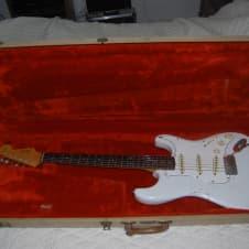 Fender Stratocaster 1965 white image