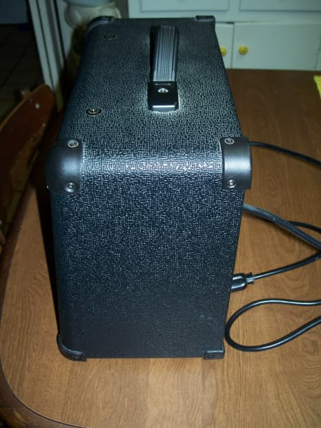 how to clean a guitar amplifier