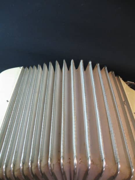 332021257431 furthermore AutoHarp2 additionally 140898 Noble Model 125 120 Bass 7 Treble Shift 1 Bass 1955 Pearl White likewise Oscar Schmidt Model Os10015 15 Chord Autoharp 1 as well Autoharp. on oscar schmidt autoharp 15 chord