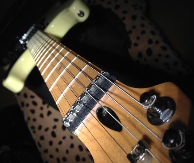 Fender Lite Ash Stratocaster - Vintage White