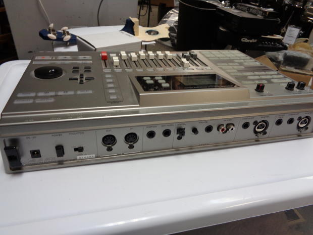 zoom mrs 1044 multi track recording studio multi track recorder mrs1044 reverb. Black Bedroom Furniture Sets. Home Design Ideas