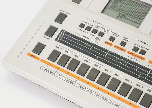 roland tr 707 drum machine